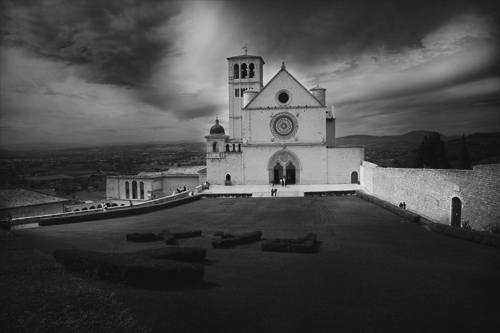 Black and white editing of an urban landscape – Basics of Landscape Photography – Ep12