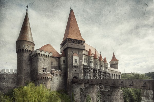 Landscape photography with textures – The Medieval Castle